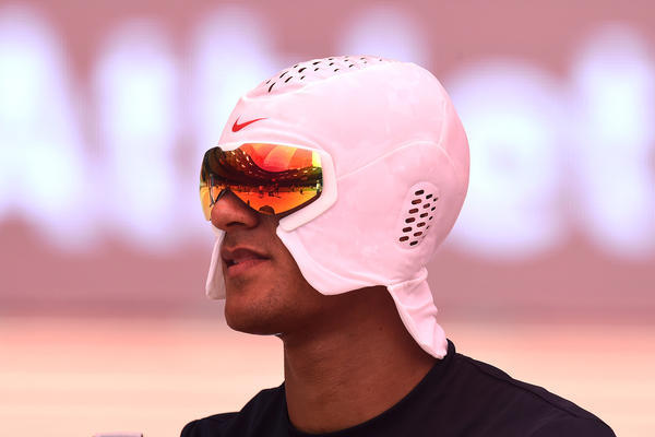 ashton-eaton-nike-cooling-hood-1_native_600