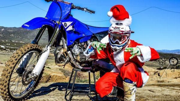 2ストロークビデオ|サンタクロースが「2スト 125cc」に乗ってやってきた!