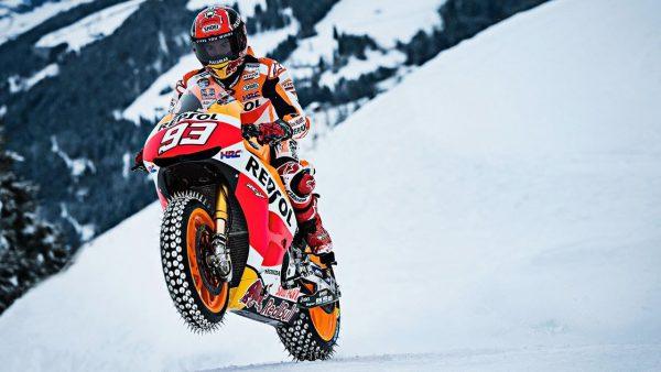 ヤバすぎるスキル|MotoGP王者マルク・マルケス雪山爆走!
